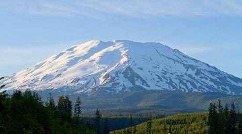 美国最危险的活火山_WWW.66152.COM