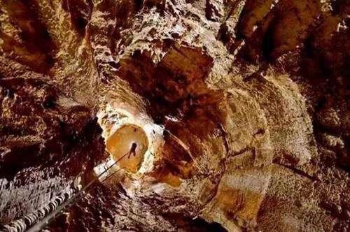 世界上最深的洞穴_WWW.66152.COM