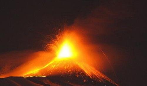 欧洲海拔最高的活火山_WWW.66152.COM