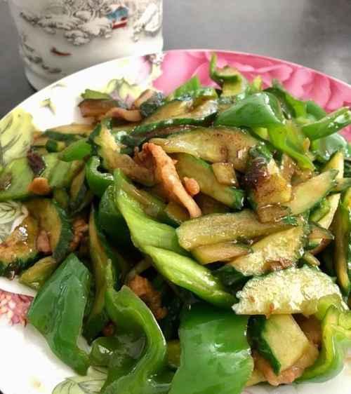 青椒黄瓜炒肉片的家常做法_WWW.66152.COM