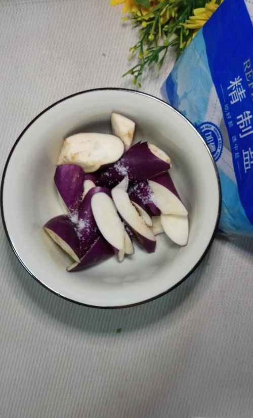 怎样做美味的茄子木耳炒黄瓜?_WWW.66152.COM