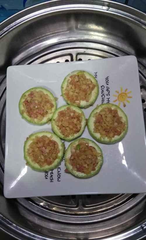 怎样做美味的土豆香肠西葫芦圈?_WWW.66152.COM