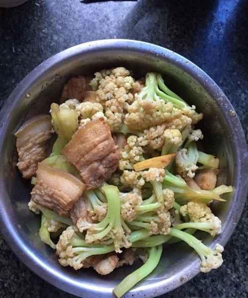美味家常菜五花肉炒花菜的做法_WWW.66152.COM
