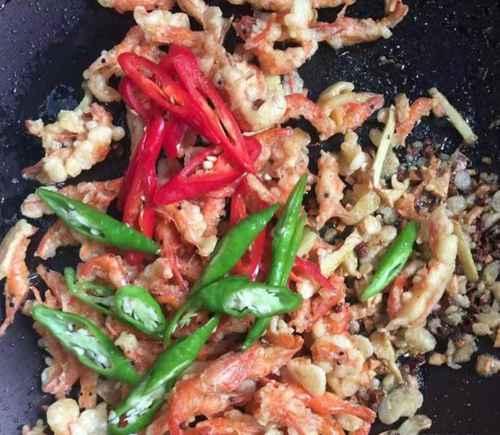 如何做香酥河虾才好吃?_WWW.66152.COM
