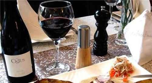 红酒和牛排的搭配方式大全集_WWW.66152.COM