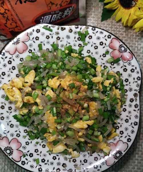 怎样做美味的韭菜鸡蛋粉条煎饺?_WWW.66152.COM