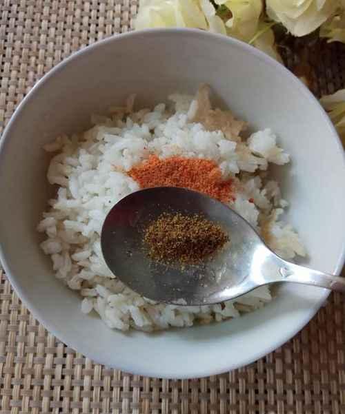 怎样将剩米饭做成美味的大米锅巴_WWW.66152.COM