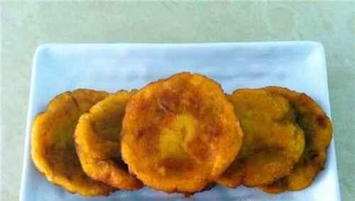 红薯饼的简单做法_WWW.66152.COM