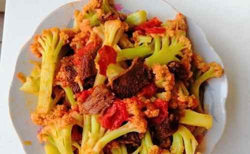 怎样做好吃的菜花西红柿炒牛肉?_WWW.66152.COM