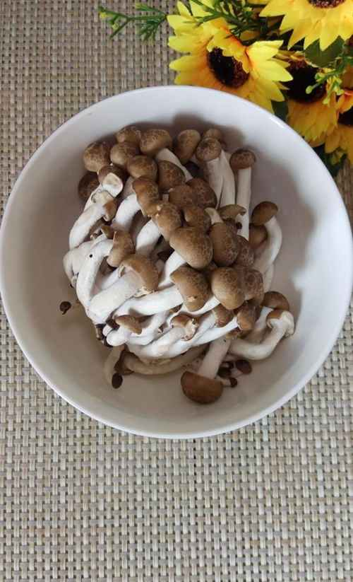 怎样做美味的蟹味菇豆腐面?_WWW.66152.COM