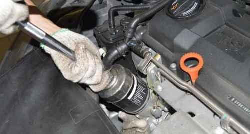 如何更换汽车点烟器保险丝_WWW.66152.COM