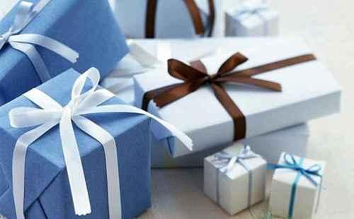 如何挑选送女朋友的生日礼物_WWW.66152.COM