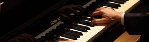钢琴的黑白键宽度一样吗?_WWW.66152.COM
