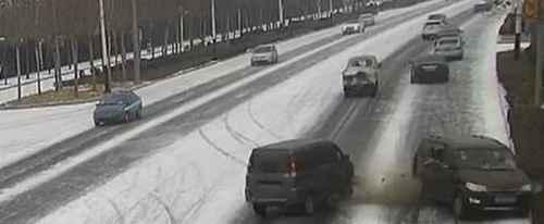 下雪天开车注意事项有哪些_WWW.66152.COM