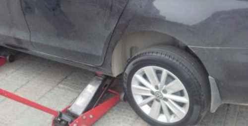 更换汽车轮胎的步骤_WWW.66152.COM