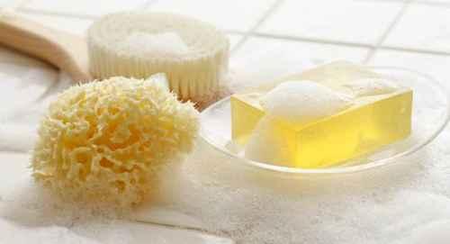 为什么不同颜色的香皂洗出来的泡沫都是白色的?_WWW.66152.COM